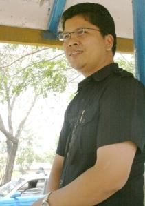 Rudy di Halte Simpang Jam, f;toy